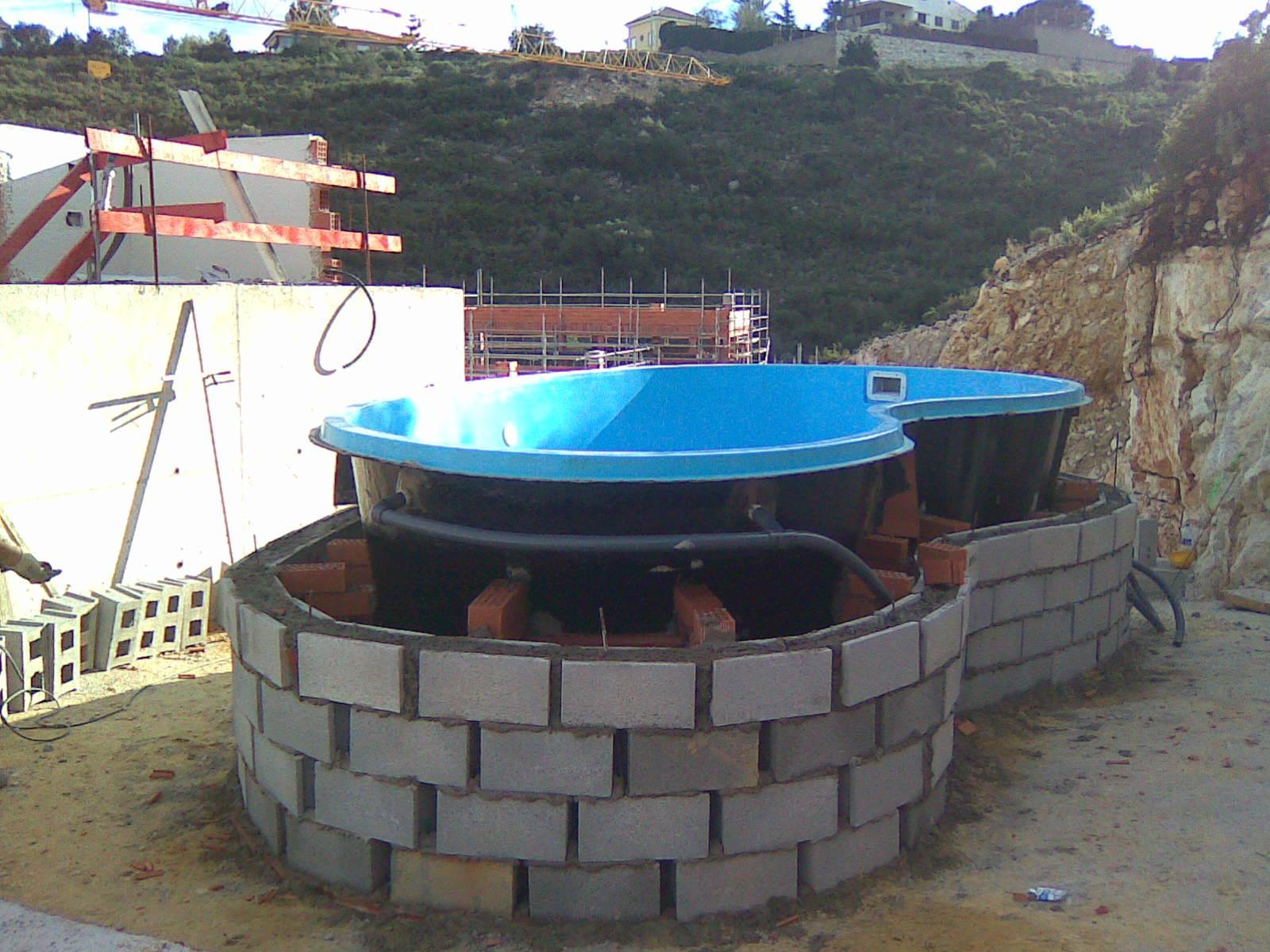 Incre ble piscinas sobre suelo adorno ideas de for Piscina elevada obra