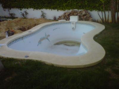 Las piscinas prefabricadas solucion rapida y economica for Materiales para construccion de piscinas