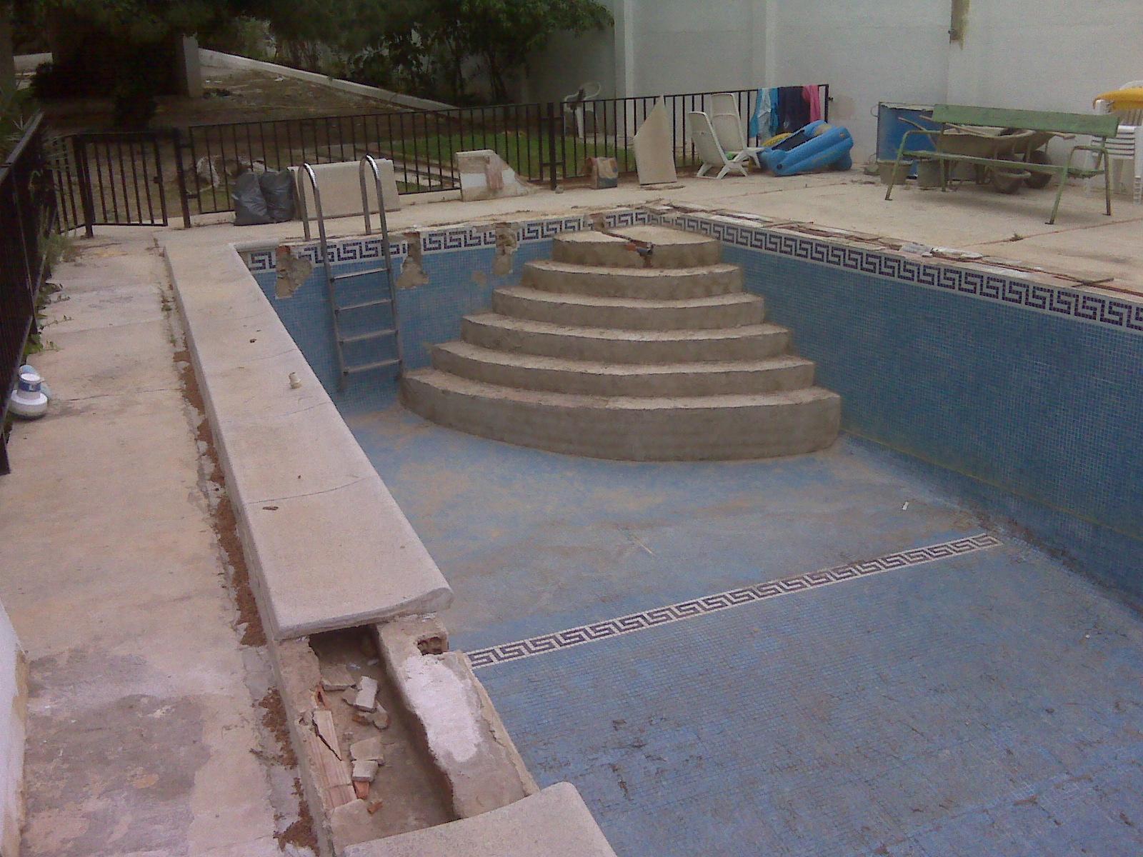 Escaleras de dise o para piscinas casa dise o for Escaleras de piscina