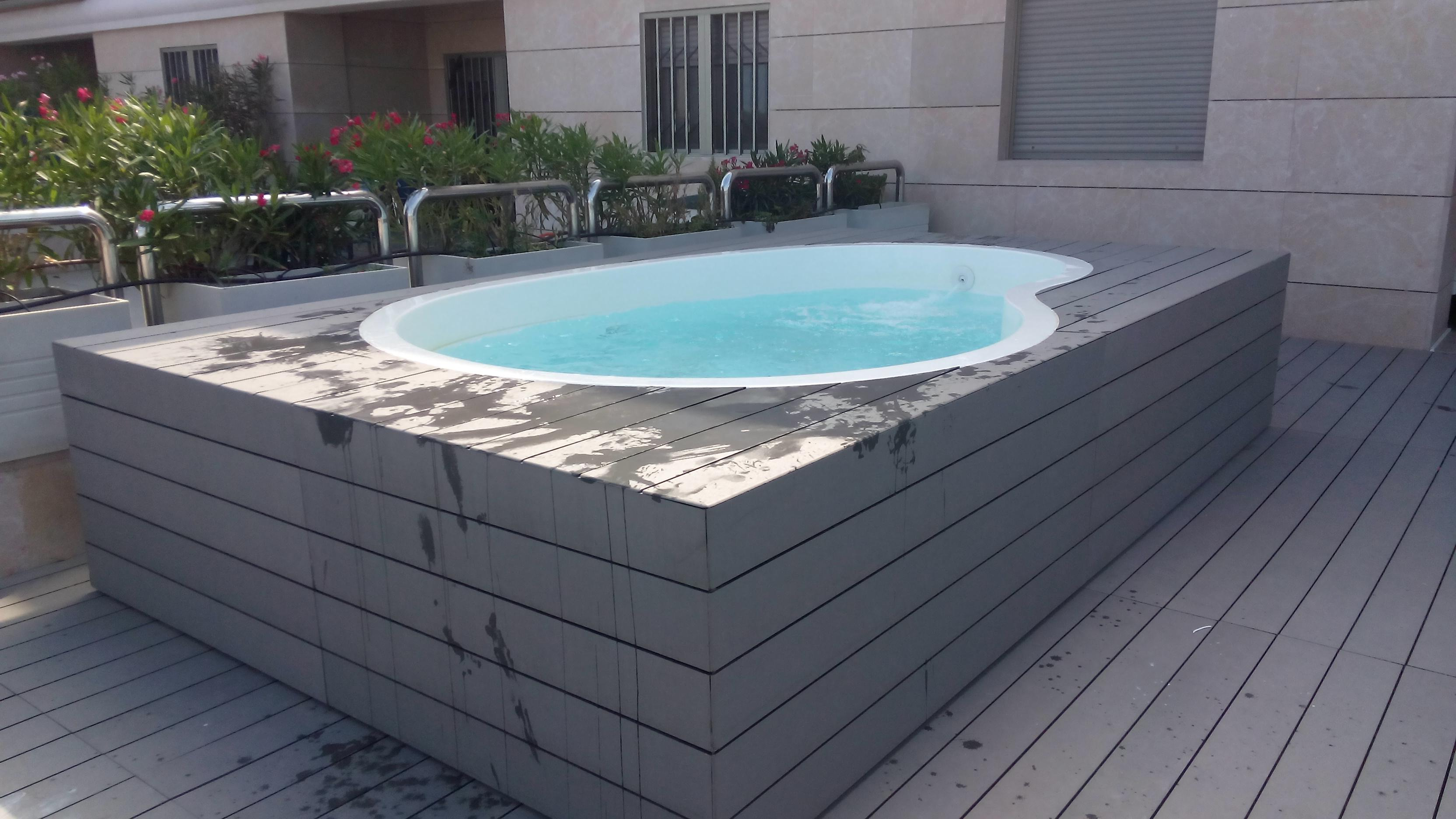 Piscinas de fibra piscina de poliester piscinas de for Ver piscinas de obra